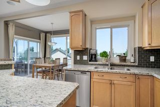 Photo 12: 19 VALLEY STREAM Place NW in Calgary: Valley Ridge Detached for sale : MLS®# A1026881
