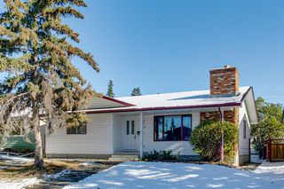 Main Photo: 120 Queen Alexandra Close SE in Calgary: Queensland Detached for sale : MLS®# A1043283