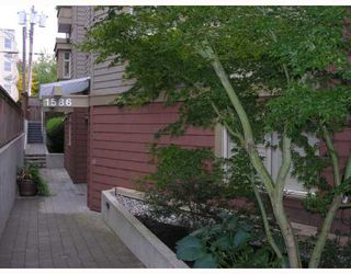 """Photo 1: 402 1586 W 11TH Avenue in Vancouver: Fairview VW Condo for sale in """"TORREY PINES"""" (Vancouver West)  : MLS®# V672396"""