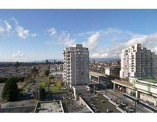"""Photo 3: 3438 VANNESS Ave in Vancouver: Collingwood VE Condo for sale in """"CENTRO"""" (Vancouver East)  : MLS®# V634269"""