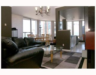 """Photo 1: 2702 1166 MELVILLE Street in Vancouver: Coal Harbour Condo for sale in """"ORCA PLACE"""" (Vancouver West)  : MLS®# V669737"""