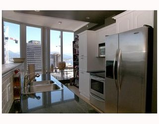 """Photo 5: 2702 1166 MELVILLE Street in Vancouver: Coal Harbour Condo for sale in """"ORCA PLACE"""" (Vancouver West)  : MLS®# V669737"""