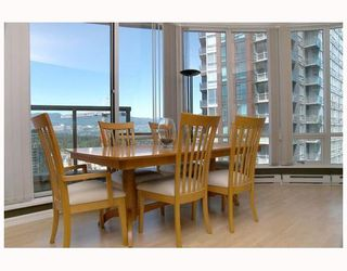 """Photo 3: 2702 1166 MELVILLE Street in Vancouver: Coal Harbour Condo for sale in """"ORCA PLACE"""" (Vancouver West)  : MLS®# V669737"""