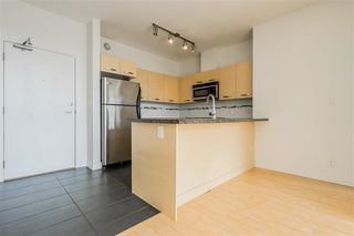 "Photo 8: 413 33539 HOLLAND Avenue in Abbotsford: Central Abbotsford Condo for sale in ""The Crossing"" : MLS®# R2465000"
