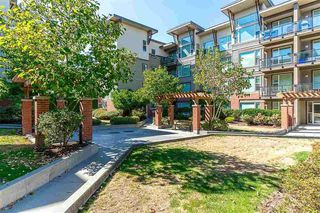"Photo 2: 413 33539 HOLLAND Avenue in Abbotsford: Central Abbotsford Condo for sale in ""The Crossing"" : MLS®# R2465000"