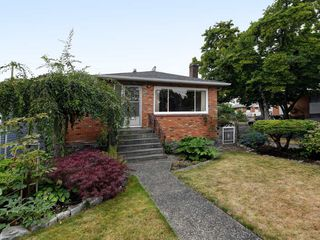 Photo 19: 2309 RUPERT Street in Vancouver: Renfrew VE House for sale (Vancouver East)  : MLS®# R2398091