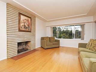 Photo 2: 2309 RUPERT Street in Vancouver: Renfrew VE House for sale (Vancouver East)  : MLS®# R2398091
