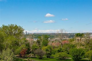 Main Photo: 203 205 5 Avenue NE in Calgary: Crescent Heights Apartment for sale : MLS®# C4288616