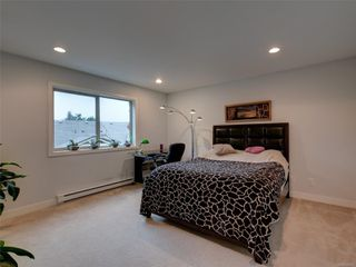 Photo 11: 886 Isabell Ave in : La Walfred Row/Townhouse for sale (Langford)  : MLS®# 859022