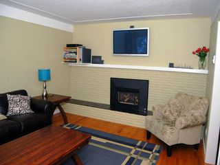 Photo 3: 2010 Crescent Rd in Victoria: Residential for sale : MLS®# 286161