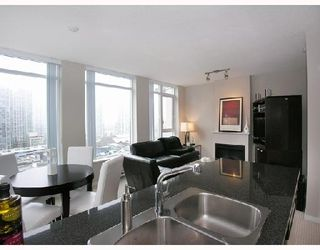 """Photo 3: 1103 1001 HOMER Street in Vancouver: Downtown VW Condo for sale in """"THE BENTLEY"""" (Vancouver West)  : MLS®# V699236"""