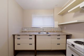 Photo 15: 11215/11217 93 Street in Edmonton: Zone 05 House Duplex for sale : MLS®# E4176104