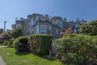 """Photo 1: 204 2110 CORNWALL Avenue in Vancouver: Kitsilano Condo for sale in """"SEAGATE VILLA"""" (Vancouver West)  : MLS®# R2489101"""
