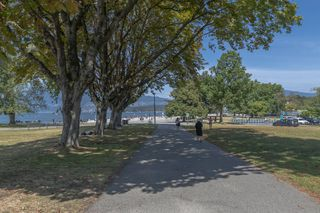 """Photo 23: 204 2110 CORNWALL Avenue in Vancouver: Kitsilano Condo for sale in """"SEAGATE VILLA"""" (Vancouver West)  : MLS®# R2489101"""