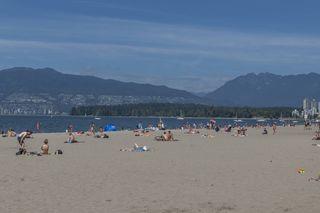 """Photo 3: 204 2110 CORNWALL Avenue in Vancouver: Kitsilano Condo for sale in """"SEAGATE VILLA"""" (Vancouver West)  : MLS®# R2489101"""