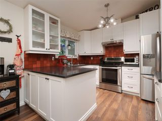 Photo 9: 9496 Eastbrook Dr in : Si Sidney South-West House for sale (Sidney)  : MLS®# 855088