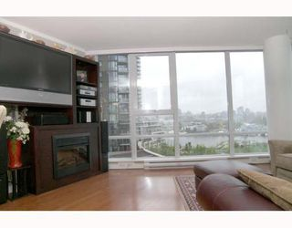 """Photo 2: 703 1438 RICHARDS Street in Vancouver: False Creek North Condo for sale in """"AZURA I"""" (Vancouver West)  : MLS®# V646445"""
