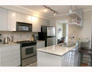 """Photo 1: 703 1438 RICHARDS Street in Vancouver: False Creek North Condo for sale in """"AZURA I"""" (Vancouver West)  : MLS®# V646445"""