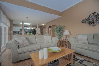 """Photo 5: 406 45520 KNIGHT Road in Sardis: Sardis West Vedder Rd Condo for sale in """"Morningside"""" : MLS®# R2439105"""