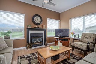 """Photo 2: 406 45520 KNIGHT Road in Sardis: Sardis West Vedder Rd Condo for sale in """"Morningside"""" : MLS®# R2439105"""