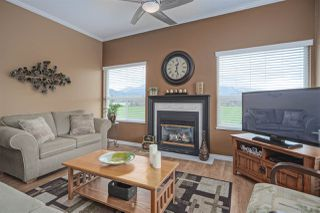 """Photo 3: 406 45520 KNIGHT Road in Sardis: Sardis West Vedder Rd Condo for sale in """"Morningside"""" : MLS®# R2439105"""