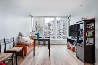 """Photo 6: 1809 939 EXPO Boulevard in Vancouver: Yaletown Condo for sale in """"MAX II"""" (Vancouver West)  : MLS®# R2491297"""