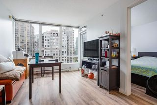 """Photo 7: 1809 939 EXPO Boulevard in Vancouver: Yaletown Condo for sale in """"MAX II"""" (Vancouver West)  : MLS®# R2491297"""