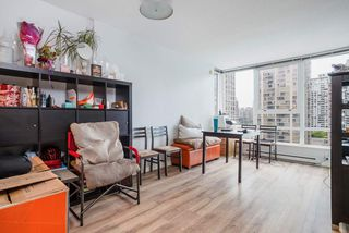 """Photo 5: 1809 939 EXPO Boulevard in Vancouver: Yaletown Condo for sale in """"MAX II"""" (Vancouver West)  : MLS®# R2491297"""