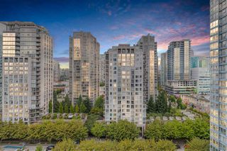 """Photo 1: 1809 939 EXPO Boulevard in Vancouver: Yaletown Condo for sale in """"MAX II"""" (Vancouver West)  : MLS®# R2491297"""