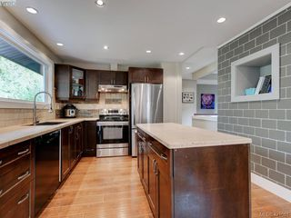 Photo 12: 2439 Selwyn Road in VICTORIA: La Thetis Heights Single Family Detached for sale (Langford)  : MLS®# 421061