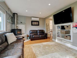 Photo 2: 2439 Selwyn Road in VICTORIA: La Thetis Heights Single Family Detached for sale (Langford)  : MLS®# 421061