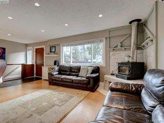 Photo 3: 2439 Selwyn Road in VICTORIA: La Thetis Heights Single Family Detached for sale (Langford)  : MLS®# 421061