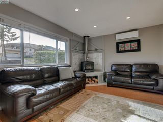 Photo 5: 2439 Selwyn Road in VICTORIA: La Thetis Heights Single Family Detached for sale (Langford)  : MLS®# 421061