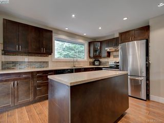 Photo 8: 2439 Selwyn Road in VICTORIA: La Thetis Heights Single Family Detached for sale (Langford)  : MLS®# 421061