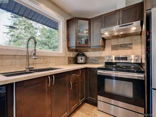 Photo 10: 2439 Selwyn Road in VICTORIA: La Thetis Heights Single Family Detached for sale (Langford)  : MLS®# 421061