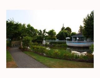 Photo 8: 303 - 1695 Augusta Avenue in Burnaby: Simon Fraser Univer. Condo for sale (Burnaby North)  : MLS®# V780603