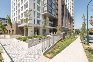 "Photo 11: 1008 5665 BOUNDARY Road in Vancouver: Collingwood VE Condo for sale in ""Wall Centre Central Park"" (Vancouver East)  : MLS®# R2481202"
