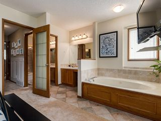 Photo 19: 23 SANDERLING Court NW in Calgary: Sandstone Valley Detached for sale : MLS®# A1035345
