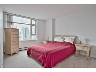 Main Photo: 1708 198 AQUARIUS Mews in Vancouver: Yaletown Condo for sale (Vancouver West)  : MLS®# R2397885