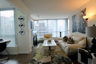 Photo 10: 2302 1328 W PENDER Street in Vancouver: Coal Harbour Condo for sale (Vancouver West)  : MLS®# R2478899