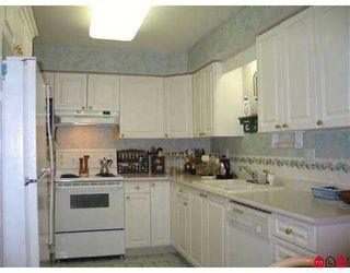 "Photo 3: 111 15555 16TH AV in White Rock: King George Corridor Condo for sale in ""SANDRINGHAM"" (South Surrey White Rock)  : MLS®# F2503053"