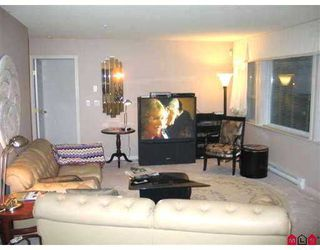 "Photo 2: 111 15555 16TH AV in White Rock: King George Corridor Condo for sale in ""SANDRINGHAM"" (South Surrey White Rock)  : MLS®# F2503053"