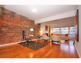 "Photo 1: PH4 1155 MAINLAND Street in Vancouver: Downtown VW Condo for sale in ""THE DEL PRADO"" (Vancouver West)  : MLS®# V683441"