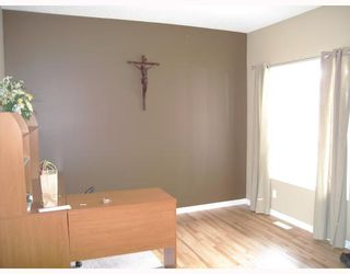 Photo 5: 1844 NEW BRIGHTON Drive SE in CALGARY: New Brighton Residential Detached Single Family for sale (Calgary)  : MLS®# C3327514
