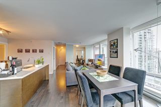 Photo 9: 1807 535 SMITHE Street in Vancouver: Downtown VW Condo for sale (Vancouver West)  : MLS®# R2404991