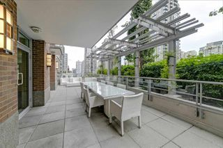 Photo 3: 1807 535 SMITHE Street in Vancouver: Downtown VW Condo for sale (Vancouver West)  : MLS®# R2404991