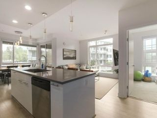 """Photo 2: 408 733 W 3RD Street in North Vancouver: Harbourside Condo for sale in """"THE SHORE"""" : MLS®# R2424919"""