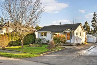 Photo 1: 569 Hurst Ave in VICTORIA: SW Glanford Single Family Detached for sale (Saanich West)  : MLS®# 832507