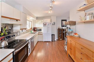 Photo 3: 569 Hurst Ave in VICTORIA: SW Glanford Single Family Detached for sale (Saanich West)  : MLS®# 832507