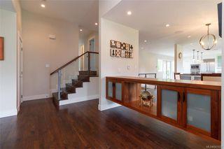 Photo 2: 2706 Dorset Rd in Oak Bay: OB Uplands House for sale : MLS®# 841020